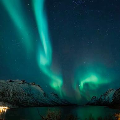 オーロラ-世界で一番美しい光- The Northern Lights